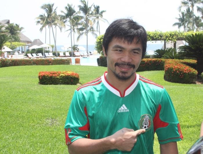 Le maillot + la moustache : Pacquiao est un vrai mexicain
