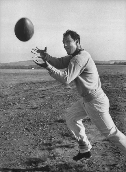 Rocky Marciano joue au foot américain avant son combat contre Archie Moore en 1955