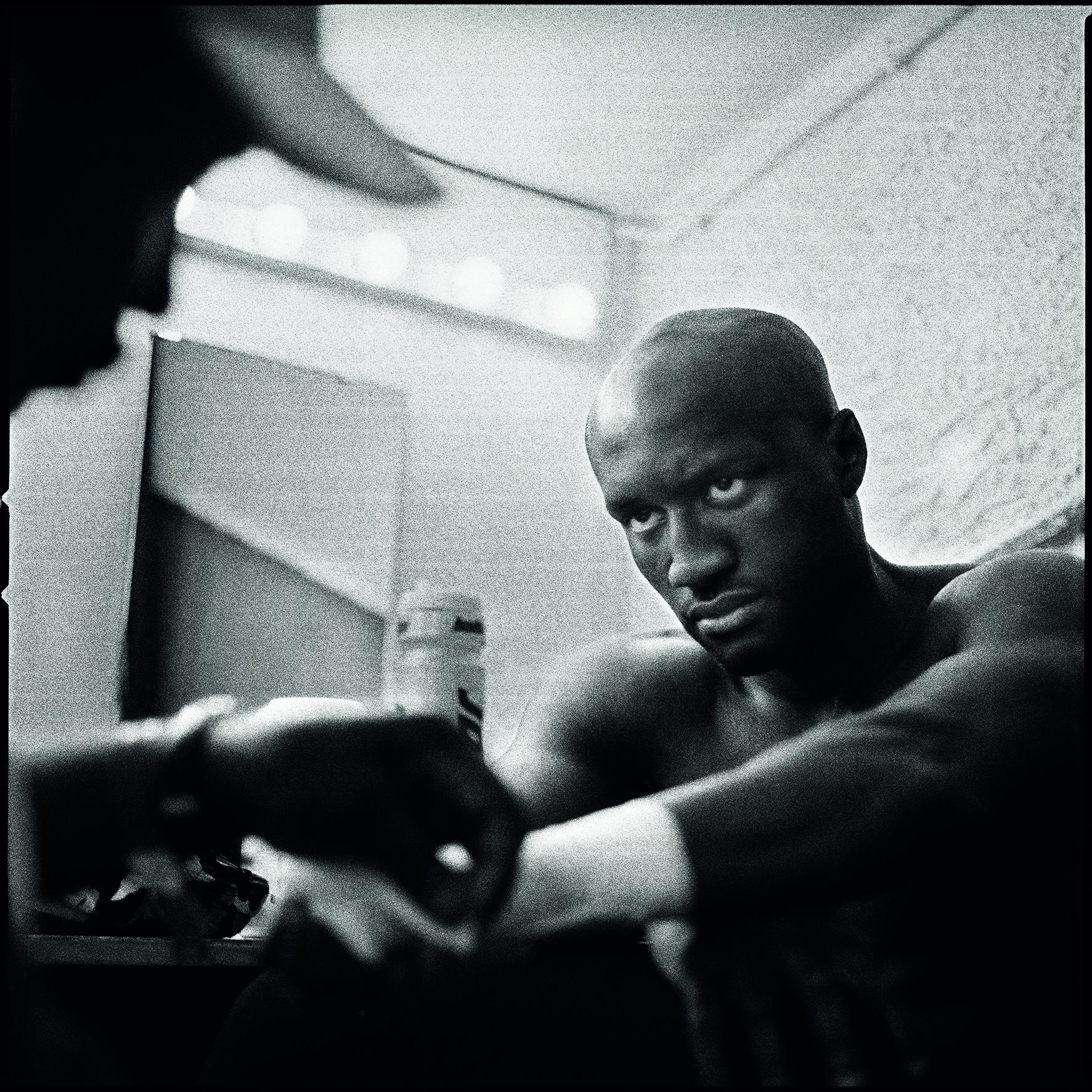 Souleymane M'Baye avant son combat contre l'Argentin Ivan Orlando Bustos. Palais des Sports de Paris. Le 14 mars 2005.
